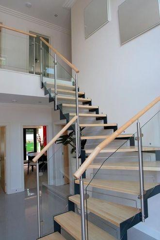 Лестница в дом  на металлокаркасе